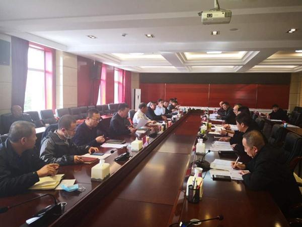 新疆11选5基本走势图集团参加兴和县公路建设现场会