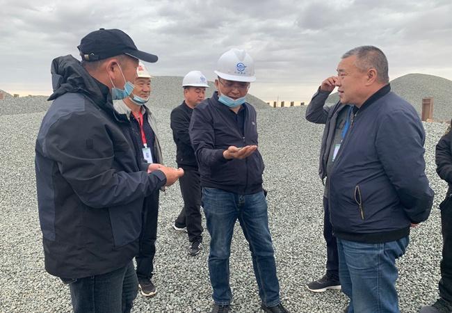 新疆11选5基本走势图集团对国道331线艾乌段公路进行复工复产检查